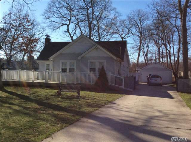 106 Shinnecock Ln, East Islip, NY - USA (photo 1)
