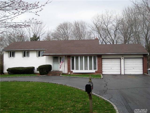17 Tollgate Dr, East Northport, NY - USA (photo 1)