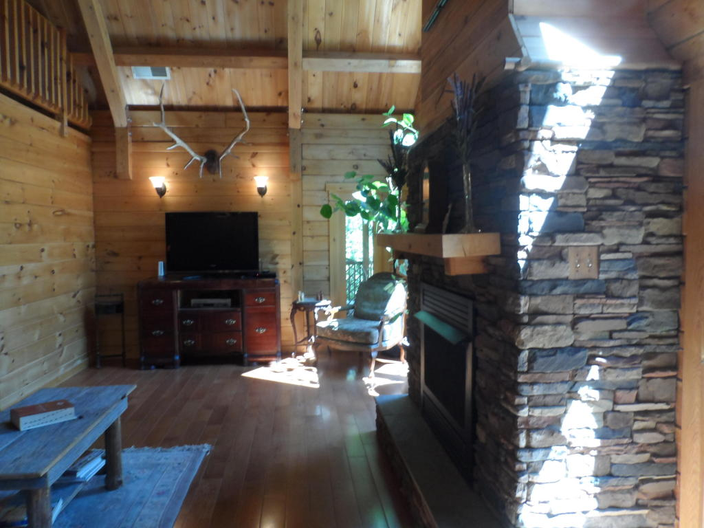 2 1/2 Story,Residential, Cabin,Log - Lafollette, TN (photo 4)