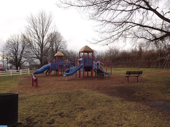 410 Dayton St, Phoenixville, PA - USA (photo 5)