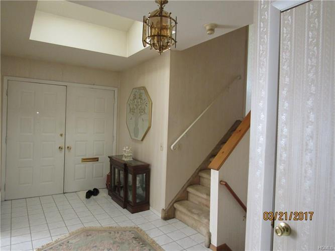24 New Haven Avenue, Nanuet, NY - USA (photo 2)