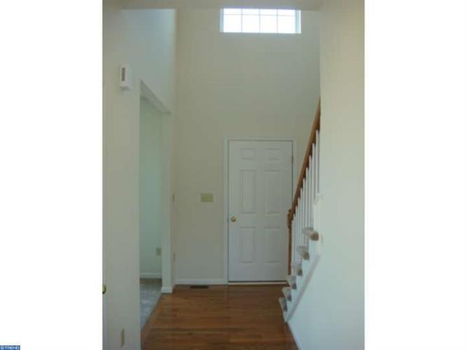 112 Oakwood Dr, Whitehall, PA - USA (photo 2)