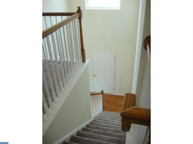 112 Oakwood Dr, Whitehall, PA - USA (photo 4)