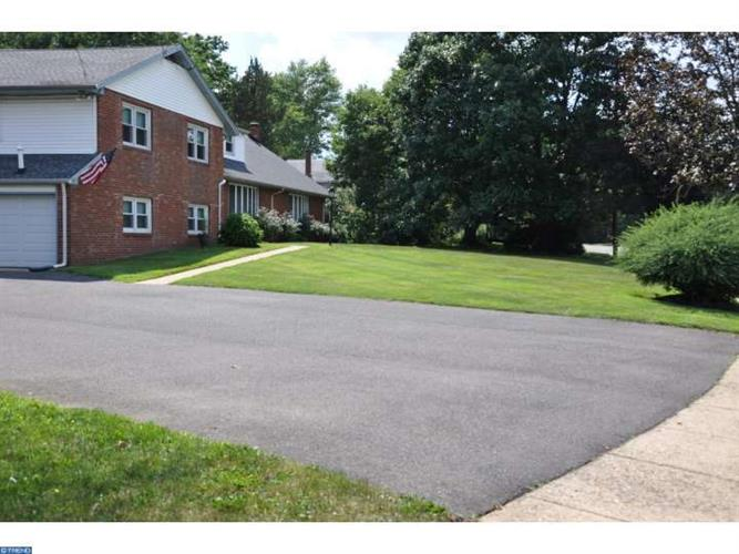 2613 Riverton Rd, Cinnaminson, NJ - USA (photo 2)
