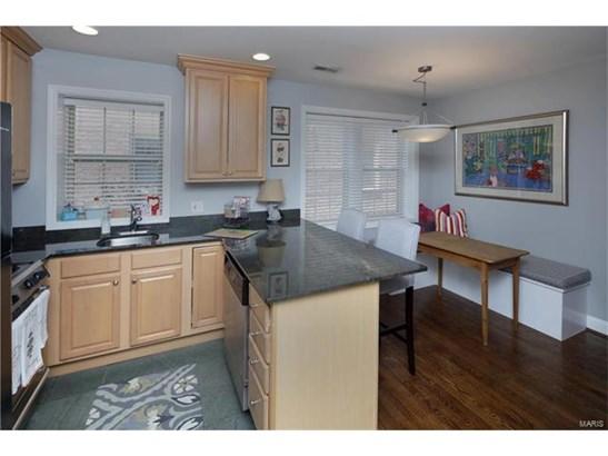Condo,Condo/Coop/Villa, Traditional,Garden Apartment - Clayton, MO (photo 4)