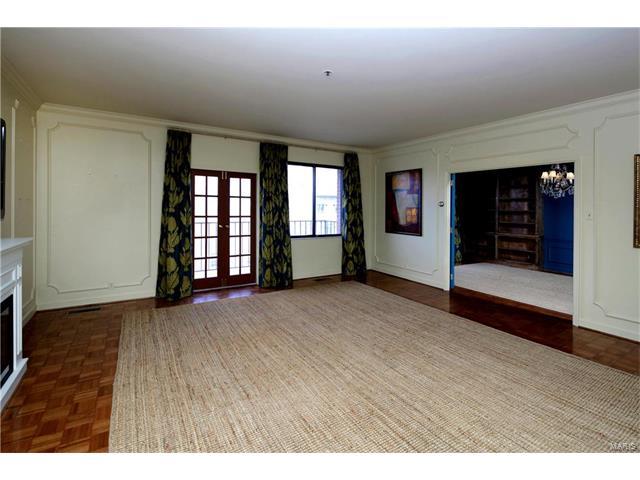 Condo,Condo/Coop/Villa, Traditional,Garden Apartment - Clayton, MO (photo 3)