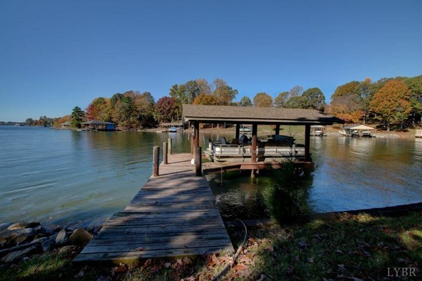 Cape Cod, Single Family Residence - Huddleston, VA (photo 2)