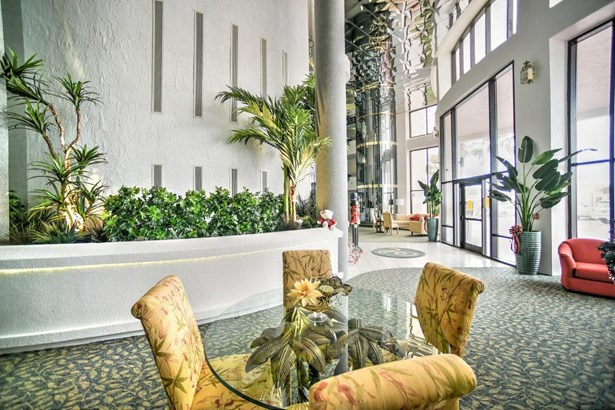 Condominium - Daytona Beach Shores, FL (photo 3)