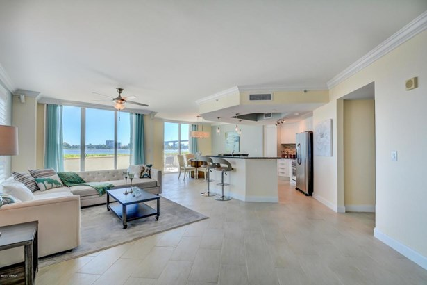 Condominium, Modern - Holly Hill, FL (photo 3)