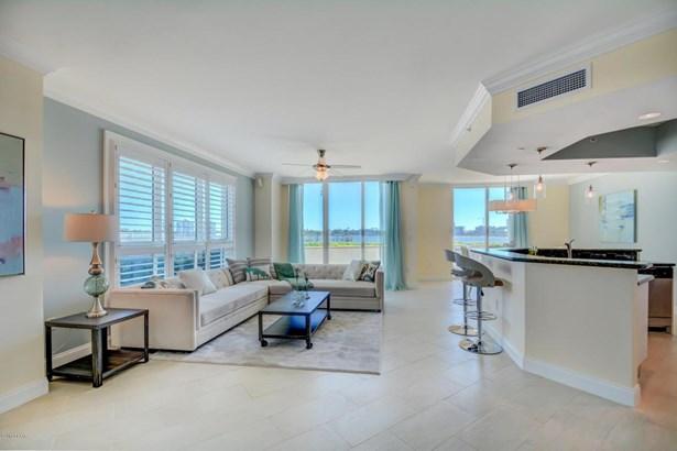Condominium, Modern - Holly Hill, FL (photo 4)