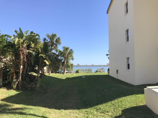 Condominium - South Daytona, FL (photo 3)