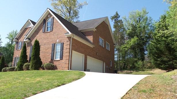 202 Pearce Drive, Jamestown, NC - USA (photo 2)