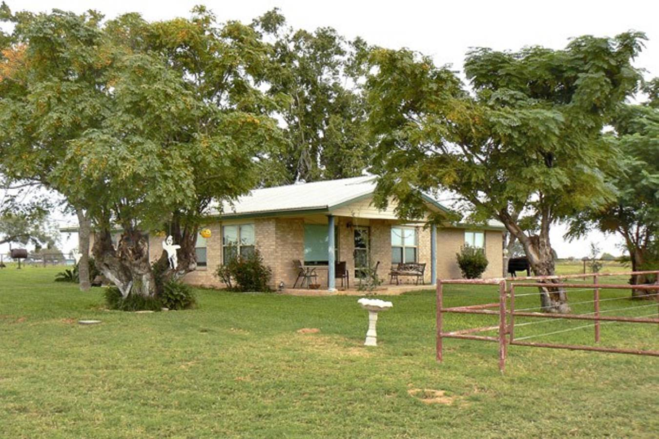 1818  North Business Loop 181 , Floresville, TX - USA (photo 5)