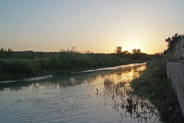 002  Cr 271 , Rio Medina, TX - USA (photo 2)