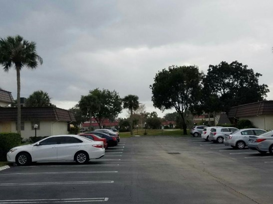 Single-Family Home - Royal Palm Beach, FL (photo 4)