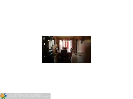 Single-Family Home - Green Acres, FL (photo 5)