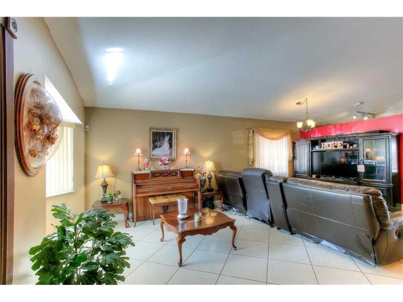 Single-Family Home - Miami, FL (photo 5)