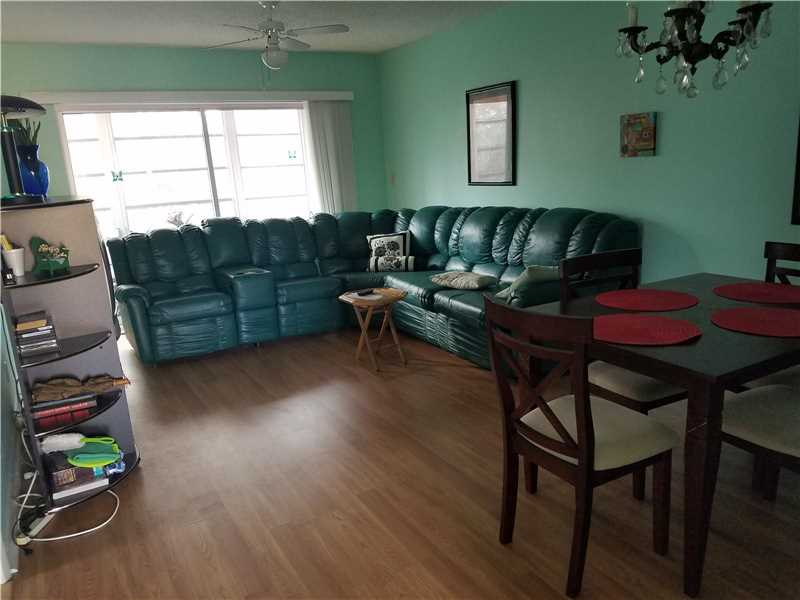 Condo/Townhouse - Tamarac, FL (photo 2)