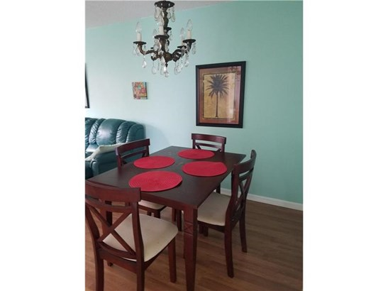 Condo/Townhouse - Tamarac, FL (photo 3)
