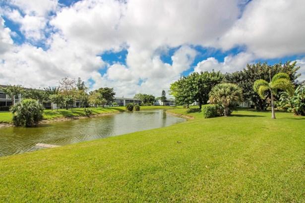 Condo/Townhouse - Deerfield Beach, FL (photo 4)