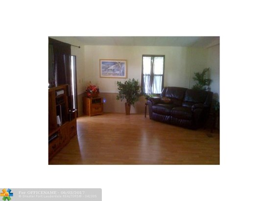 Single-Family Home - Dania, FL (photo 5)