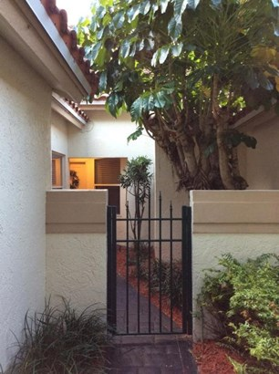 Condo/Townhouse - Boca Raton, FL (photo 3)