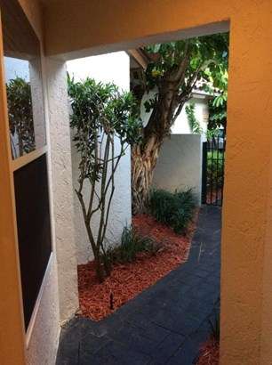 Condo/Townhouse - Boca Raton, FL (photo 5)