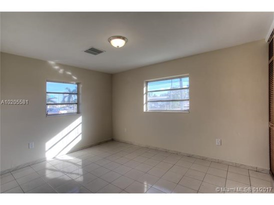 Single-Family Home - Hialeah, FL (photo 4)