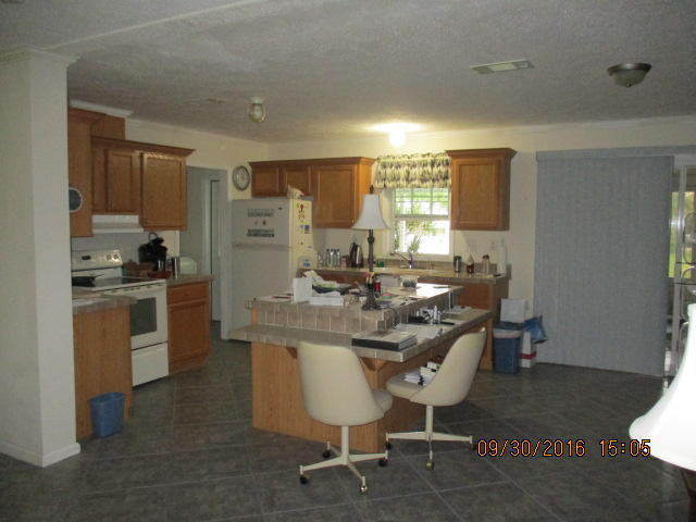 Single-Family Home - Riviera Beach, FL (photo 4)