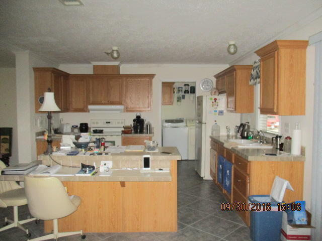 Single-Family Home - Riviera Beach, FL (photo 5)