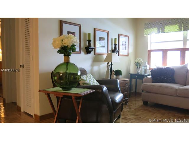 Single-Family Home - Tamarac, FL (photo 4)