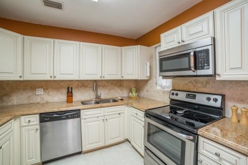 Single-Family Home - Lake Park, FL (photo 1)