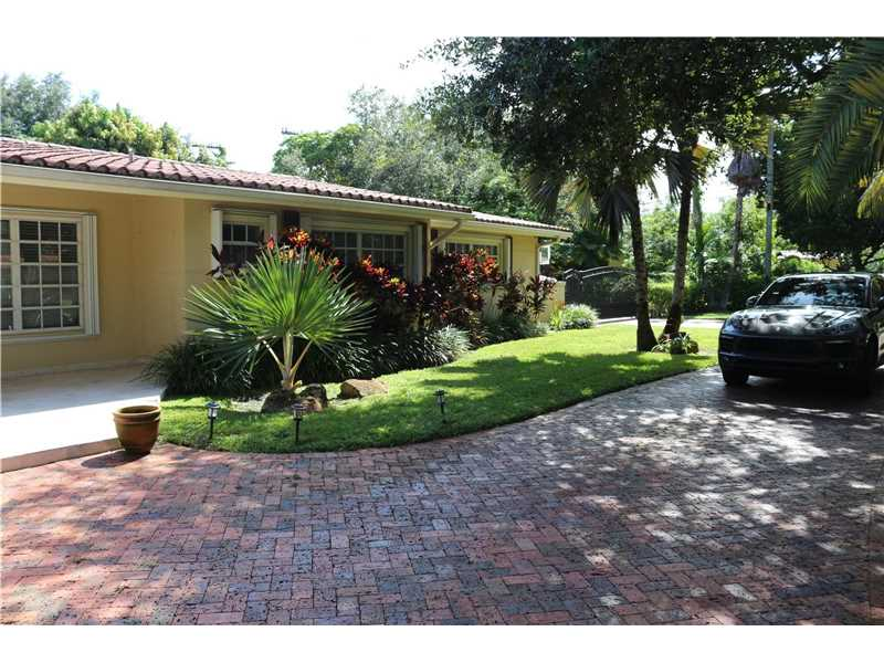 Single-Family Home - Miami, FL (photo 5)
