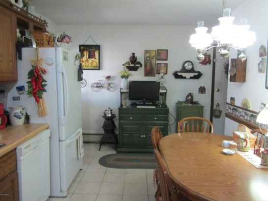 Kitchen, ceramic tile floor (photo 5)