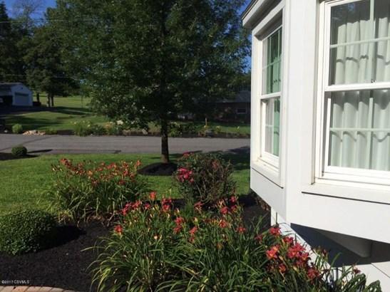 patio (photo 4)