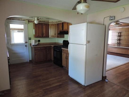 Kitchen area (photo 5)