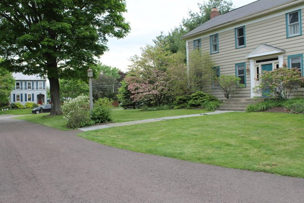 FRONT PAVED DRIVEWAY (photo 4)