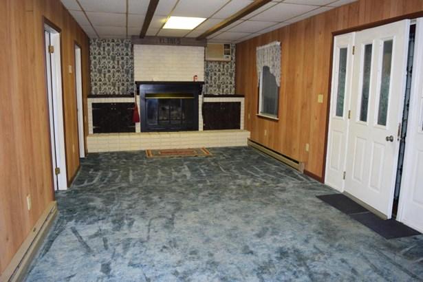 Gas fireplace, side door access (photo 4)