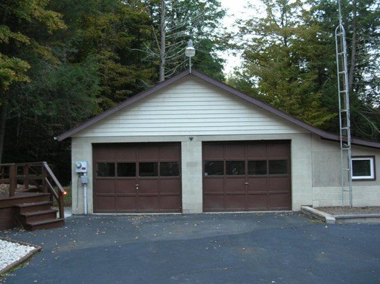 OVERSIZED GARAGE WITH WORKSHOP SHINGLE ROOF RECENTLY REPLACED (photo 3)