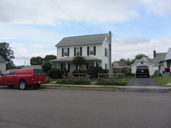 Front view with one car garage (photo 4)