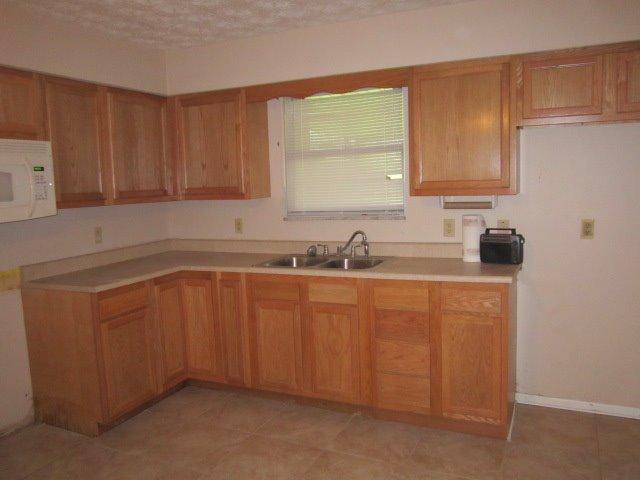 Single Family Residence, Ranch - Madison Twp, OH (photo 2)