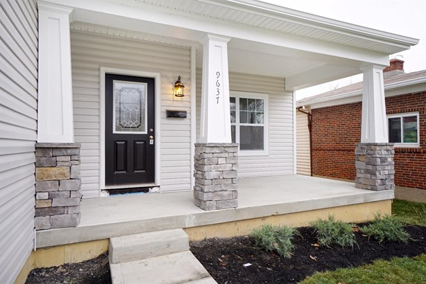 Transitional, Single Family Residence - Blue Ash, OH (photo 2)