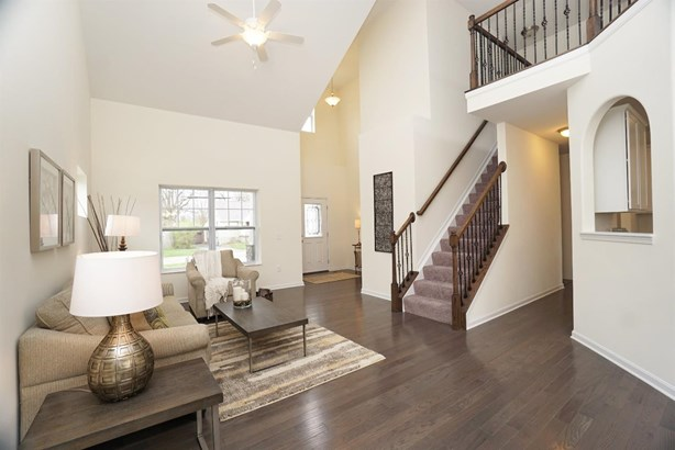Transitional, Single Family Residence - Blue Ash, OH (photo 5)