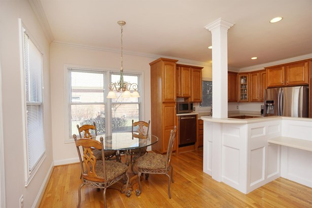 Transitional, Single Family Residence - West Chester, OH (photo 4)
