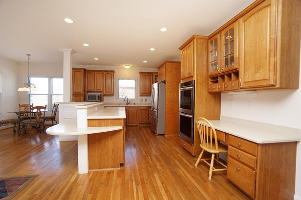 Transitional, Single Family Residence - West Chester, OH (photo 5)
