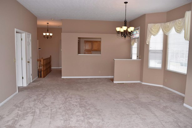 Condominium, Ranch - Cincinnati, OH (photo 4)
