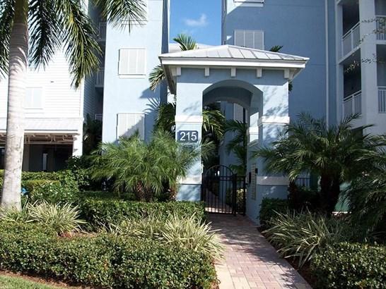 Condo/Coop - Stuart, FL (photo 2)