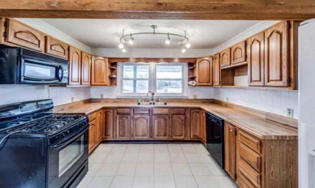 Residential/Single Family - QUEBECK, TN (photo 2)
