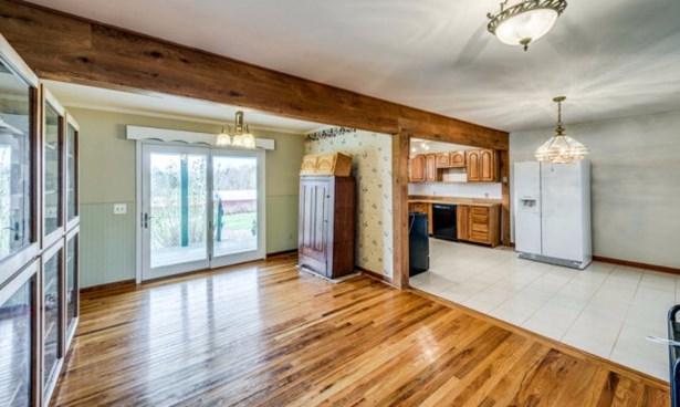 Residential/Single Family - QUEBECK, TN (photo 4)