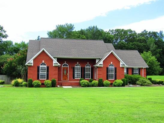 Residential/Single Family - Fayetteville, TN (photo 1)
